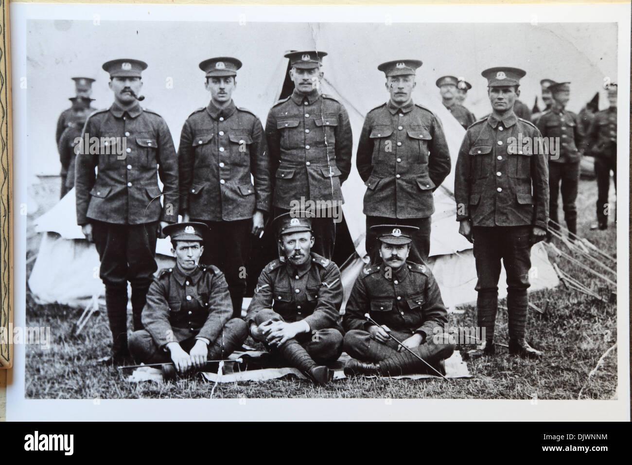 La Primera Guerra Mundial, los soldados británicos en el campamento, en la 1ª Guerra Mundial, 1WW, Gran Guerra 1914-1918, historia, archive archivado de imágenes históricas, WW1, soldado del ejército británico Inglaterra campamento Guerra Mundial 1 Imagen De Stock