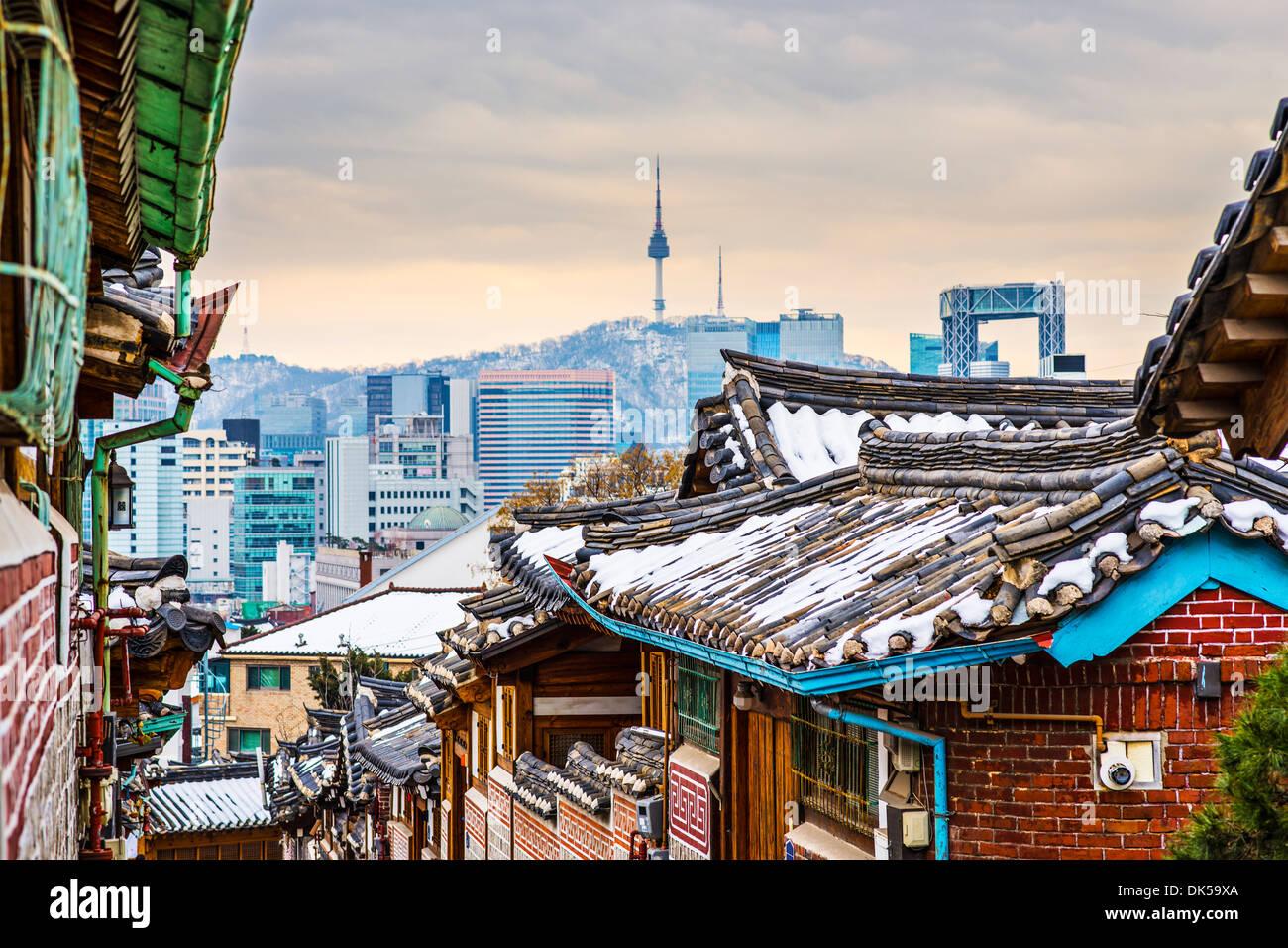 Seúl, Corea del Sur, en el distrito histórico de Bukchon Hanok. Imagen De Stock