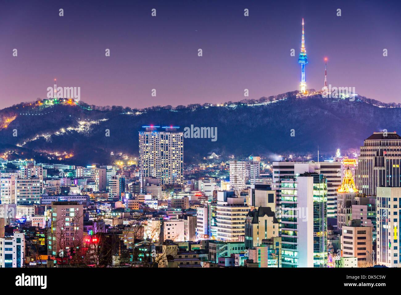 Seúl, Corea del Sur, el horizonte de la noche. Imagen De Stock