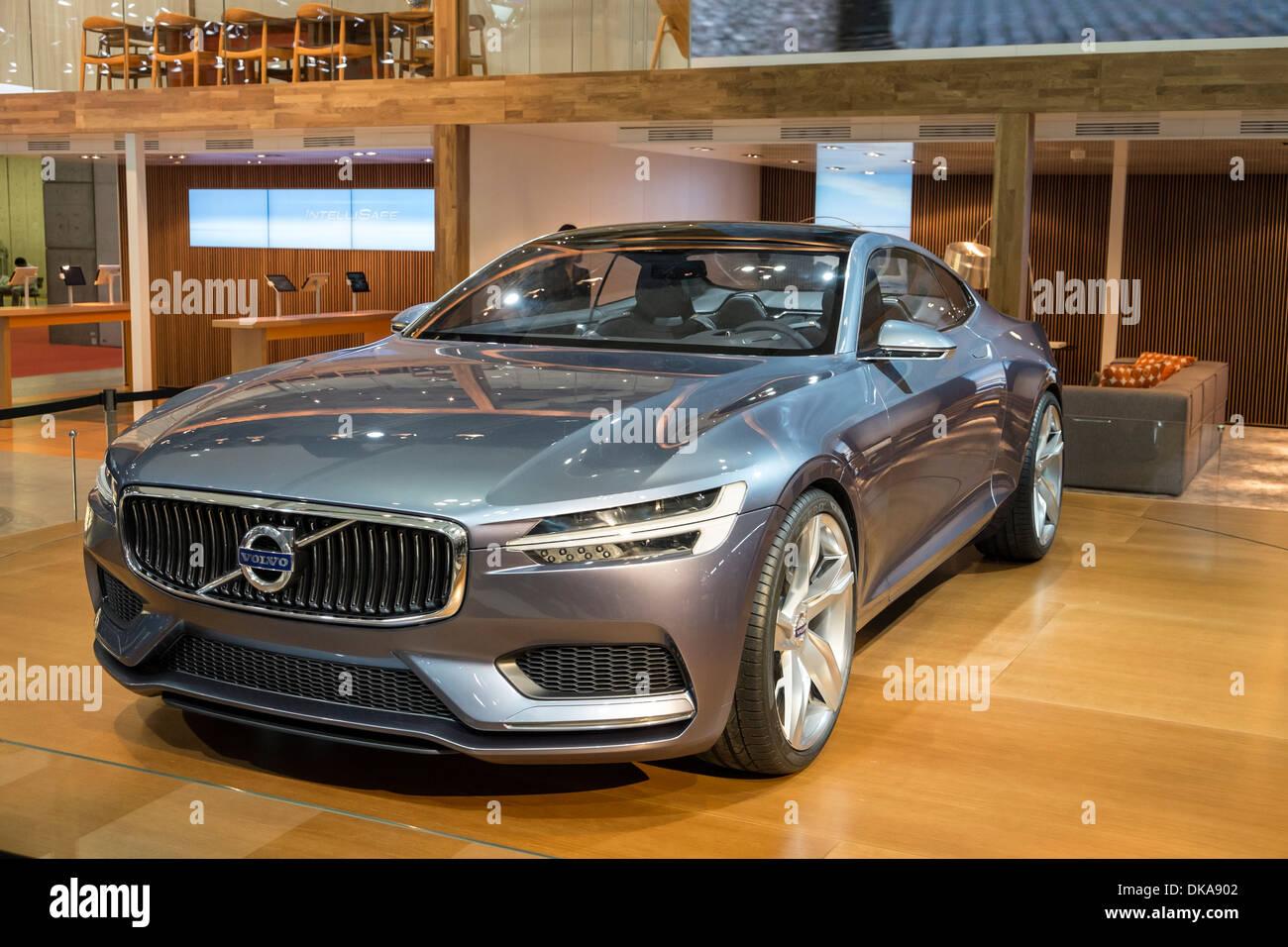 Volvo Coupe concepto plug-in híbrido en el Tokyo Motor Show 2013 en Japón Imagen De Stock
