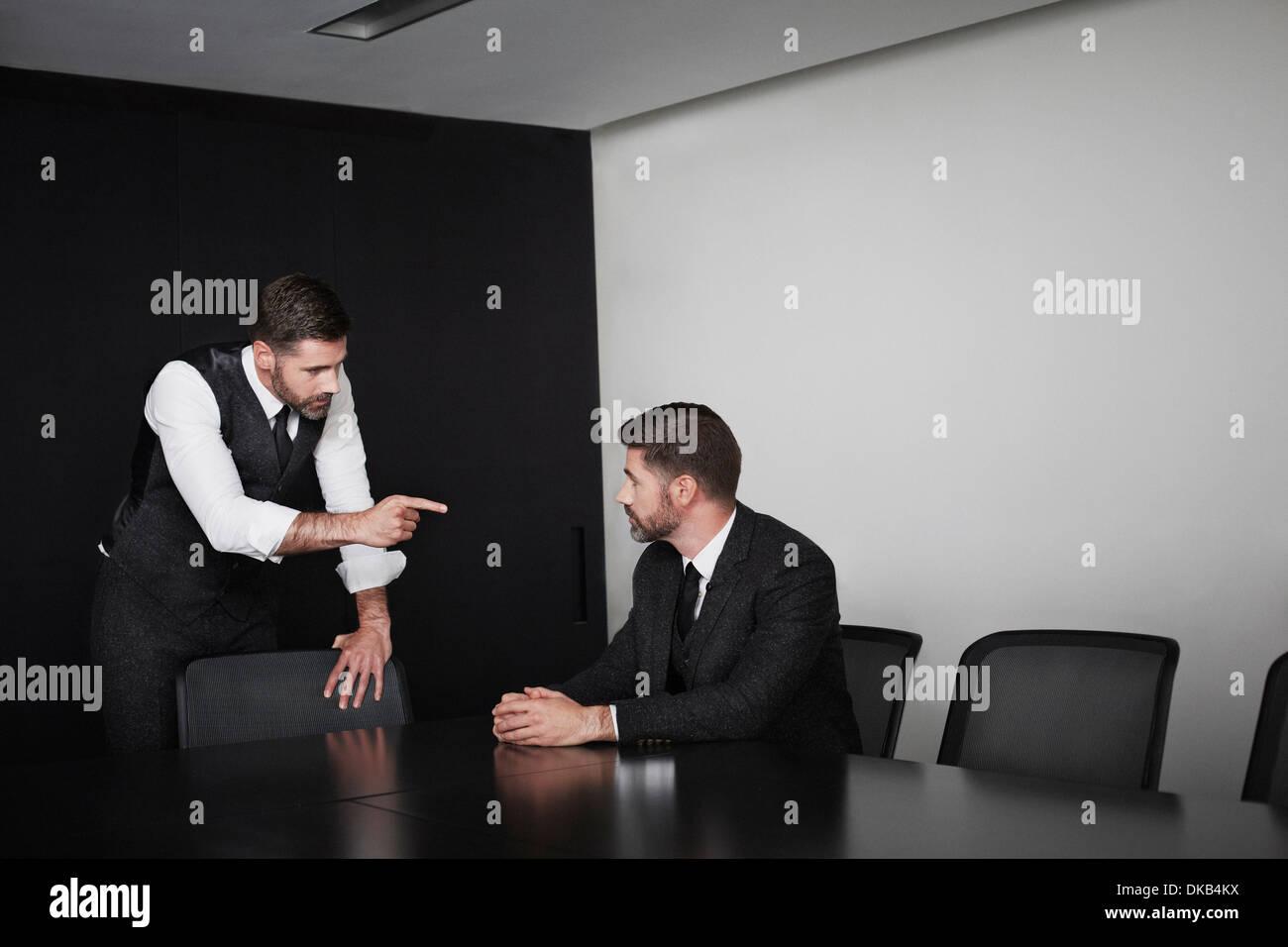 Manager apuntando al empleado, la imagen múltiple Imagen De Stock