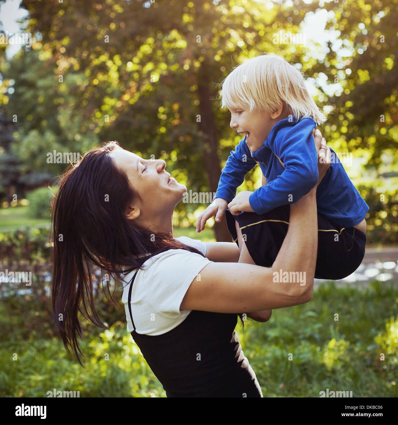 La madre y el niño Imagen De Stock