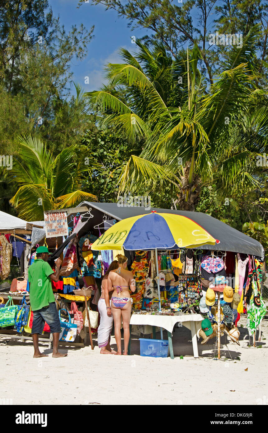 Puesto en el mercado en la playa, Jolly Beach, Antigua y Barbuda, Antillas, el Caribe, América Foto de stock