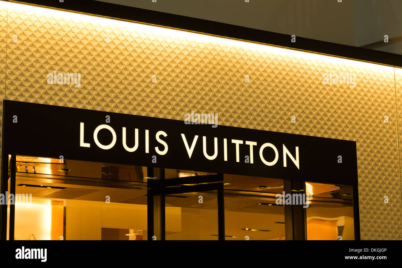 Louis Vuitton LV en Westfield Valley Fair Mall, Santa Clara, California, EE.UU. Imagen De Stock