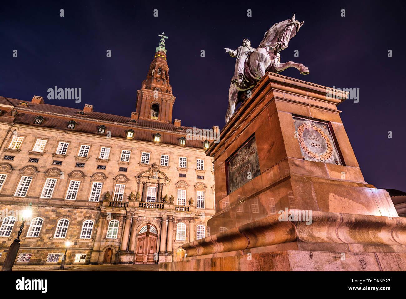 Palacio de Christiansborg en Copenhague, Dinamarca. Imagen De Stock