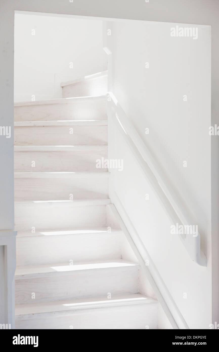 Escalera blanco Imagen De Stock