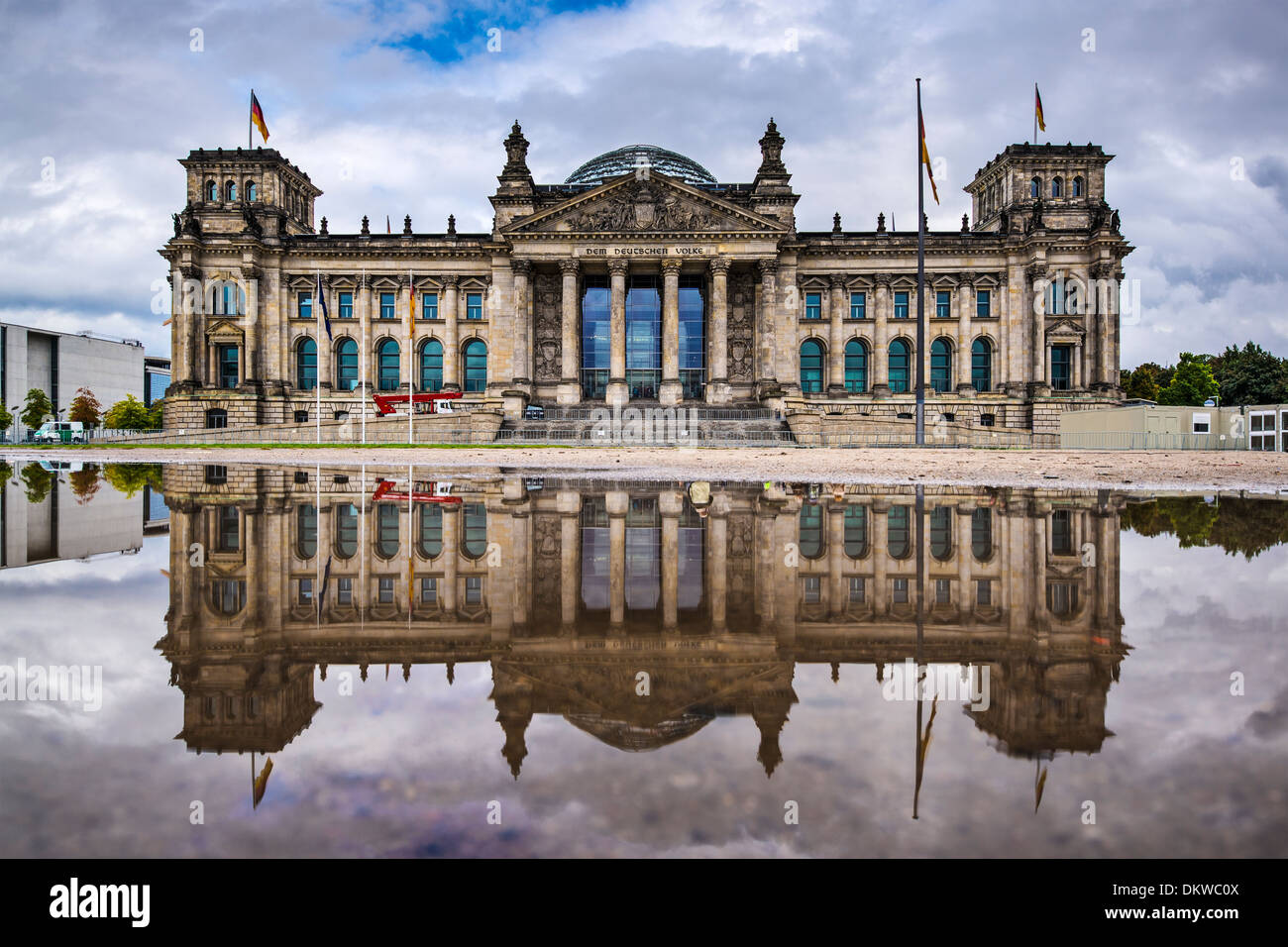 El edificio del parlamento Reichstag alemán en Berlín, Alemania. Imagen De Stock