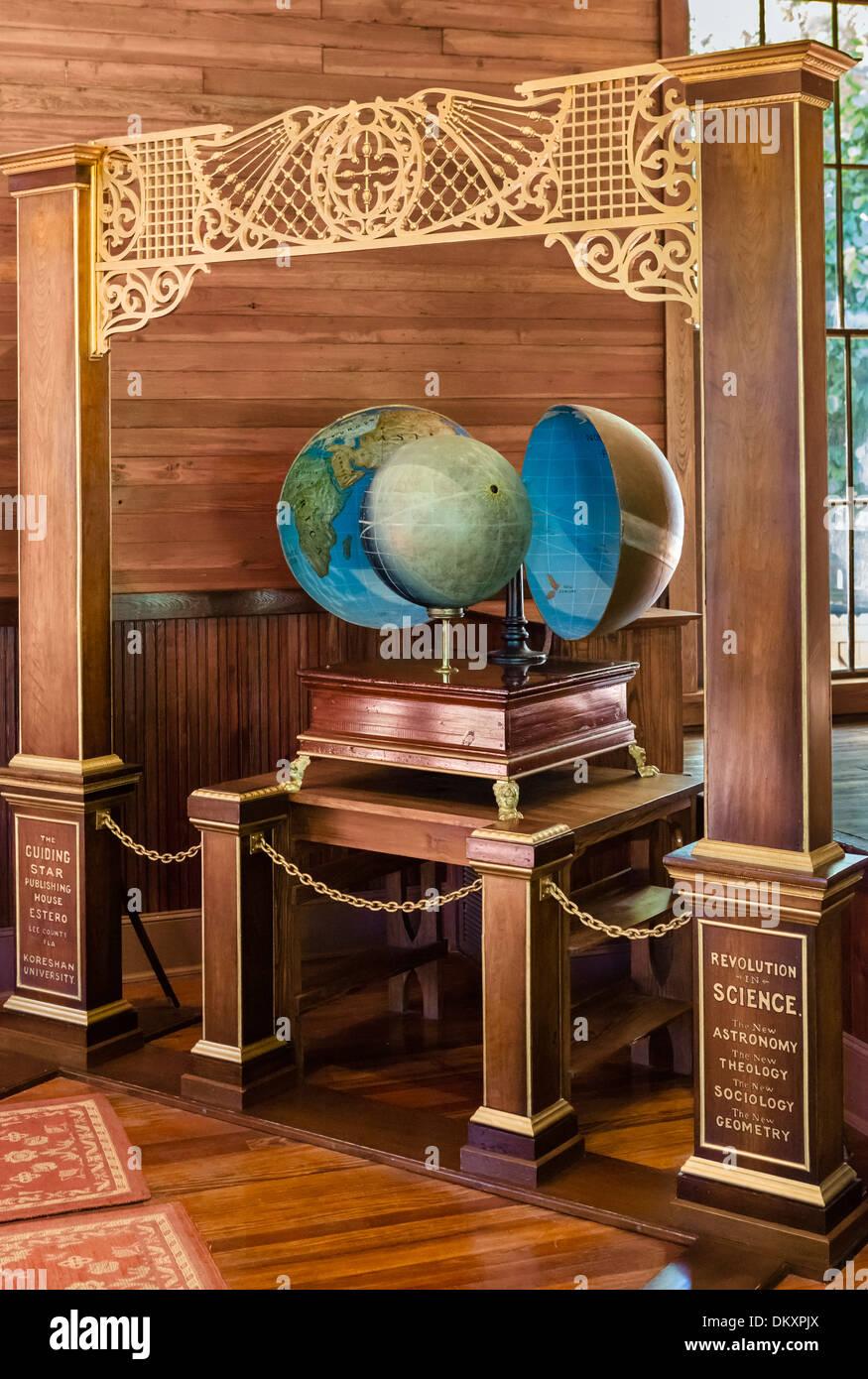 "Modelo Koreshan illustratiing la ""teoría de la Tierra Hueca', Koreshan State Historic Park, Estero, Imagen De Stock"