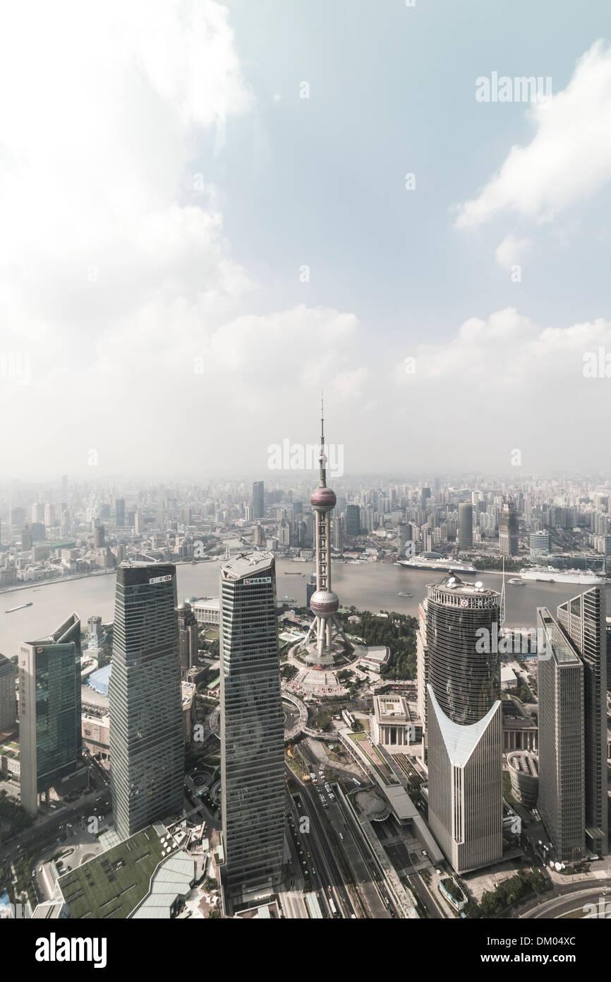 Vista de la Oriental Pearl Tower, el distrito financiero de Lujiazui, Pudong, Shanghai, China Imagen De Stock