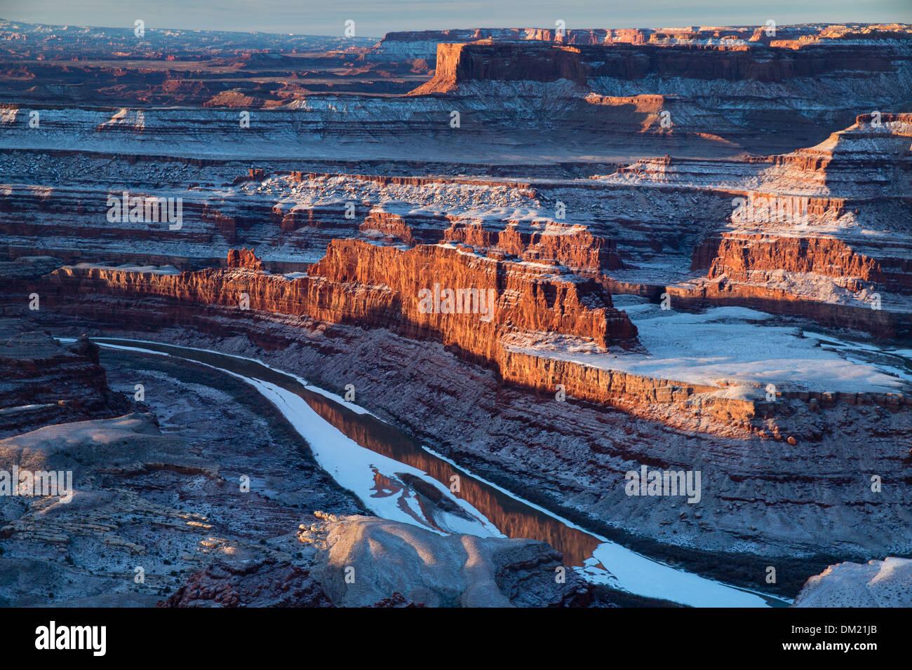 El Valle Colorado de Dead Horse Point al amanecer, Utah, EE.UU. Foto de stock