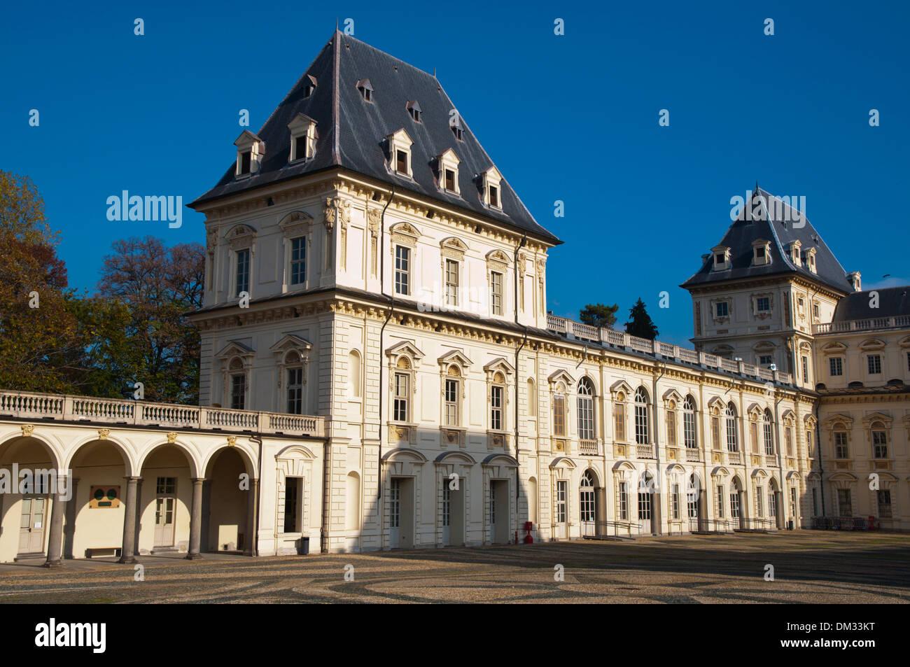 El Castello del Valentino (1660) de la facultad de arquitectura de la vivienda ahora Parco del Valentino Park de la ciudad de Turín Piamonte Italia Imagen De Stock