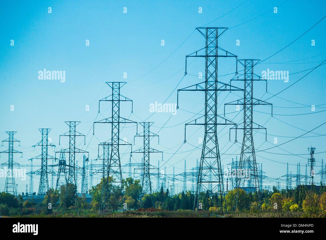 Canadá, América del Norte, Québec, electricidad, energía, alta, industrial, industria, energía, torres, tensión Imagen De Stock
