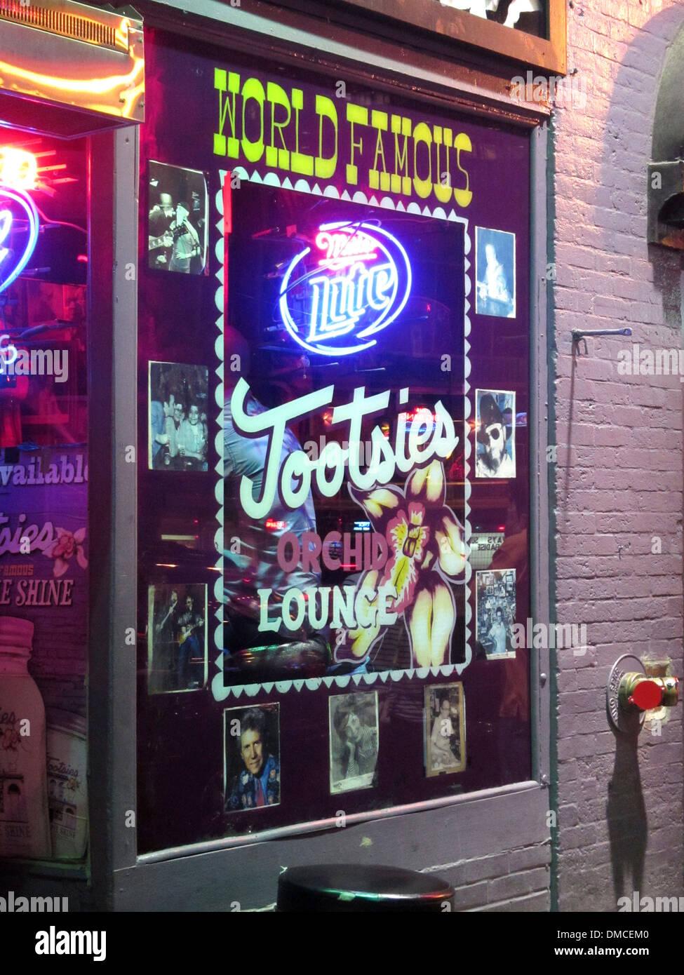 Exterior y gorila de Tootsie's Orchid Lounge, un famoso bar Honky Tonk en Broadway en el centro de Nashville, Imagen De Stock