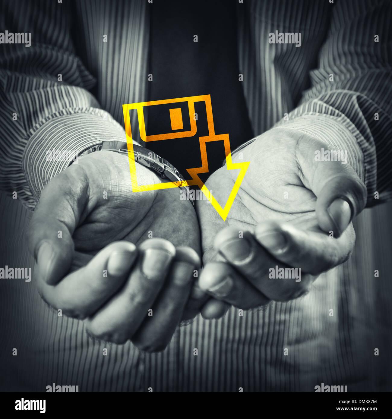 Abra las manos de un hombre con el icono de descarga de archivos. Imagen De Stock