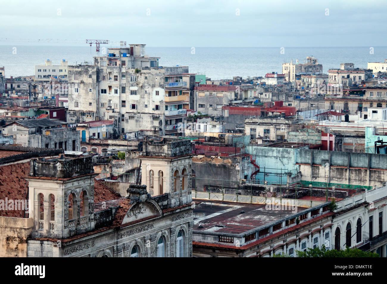 La Habana Cuba skyline del distrito pobre - ejemplo de pobreza, Cuba, El Caribe Imagen De Stock