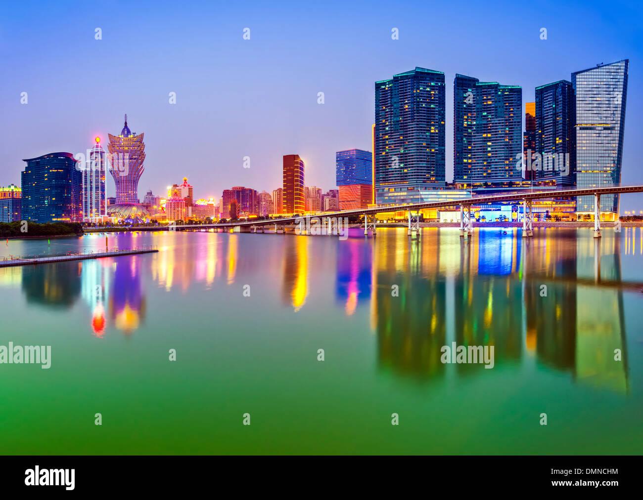 Macao, China skyline en los altos edificios de resorts con casino. Imagen De Stock