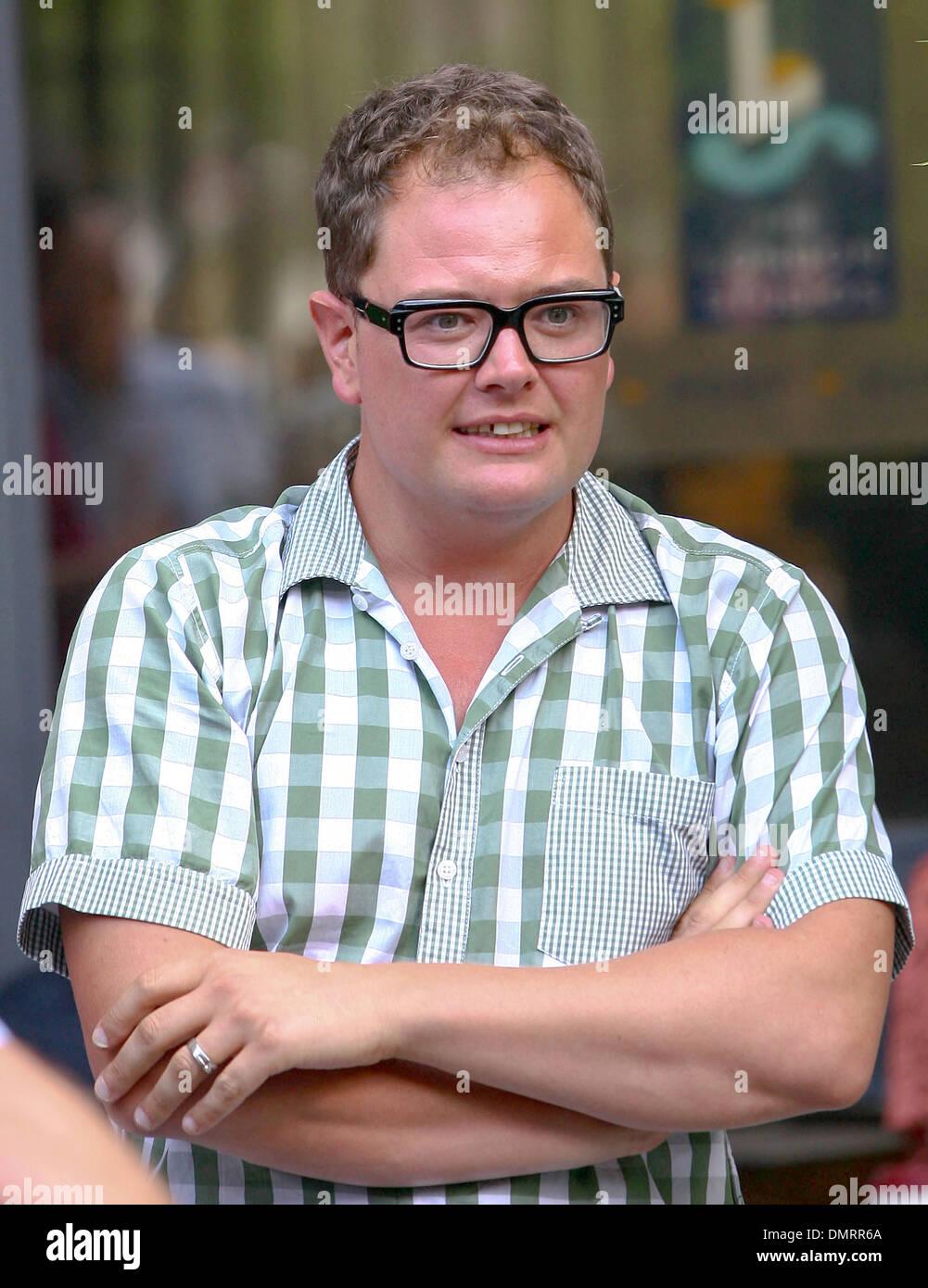 Alan Carr fuera de ITV Studios en manga corta camiseta marcada Londres, Inglaterra - 14.08.12 Imagen De Stock