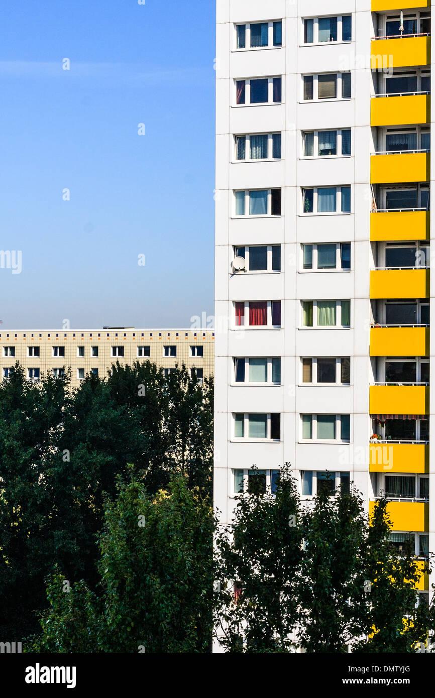 Típico edificio de apartamentos en Berlín oriental Imagen De Stock