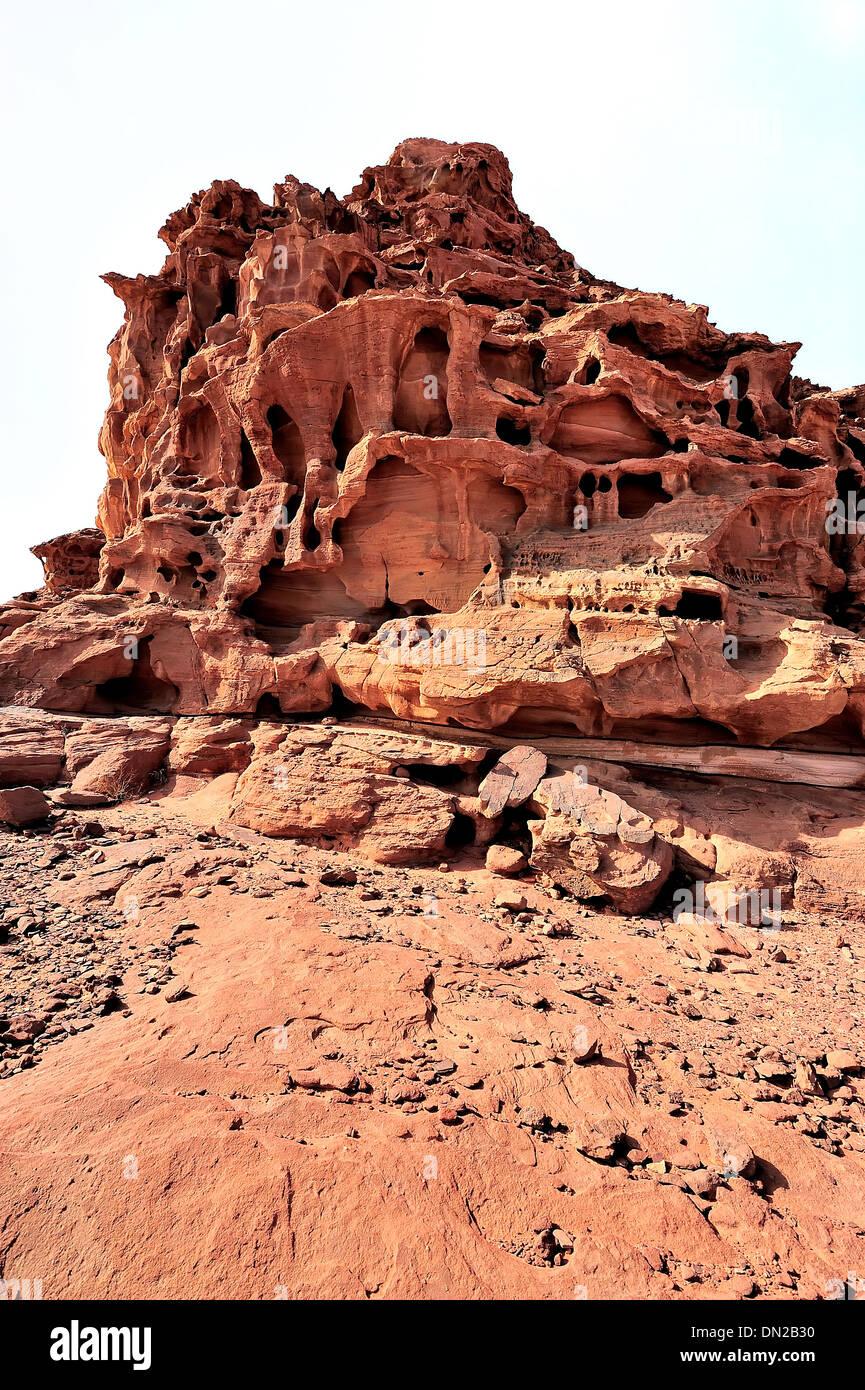 Una peculiar formación rocosa en el desierto de Wadi Rum. Imagen De Stock