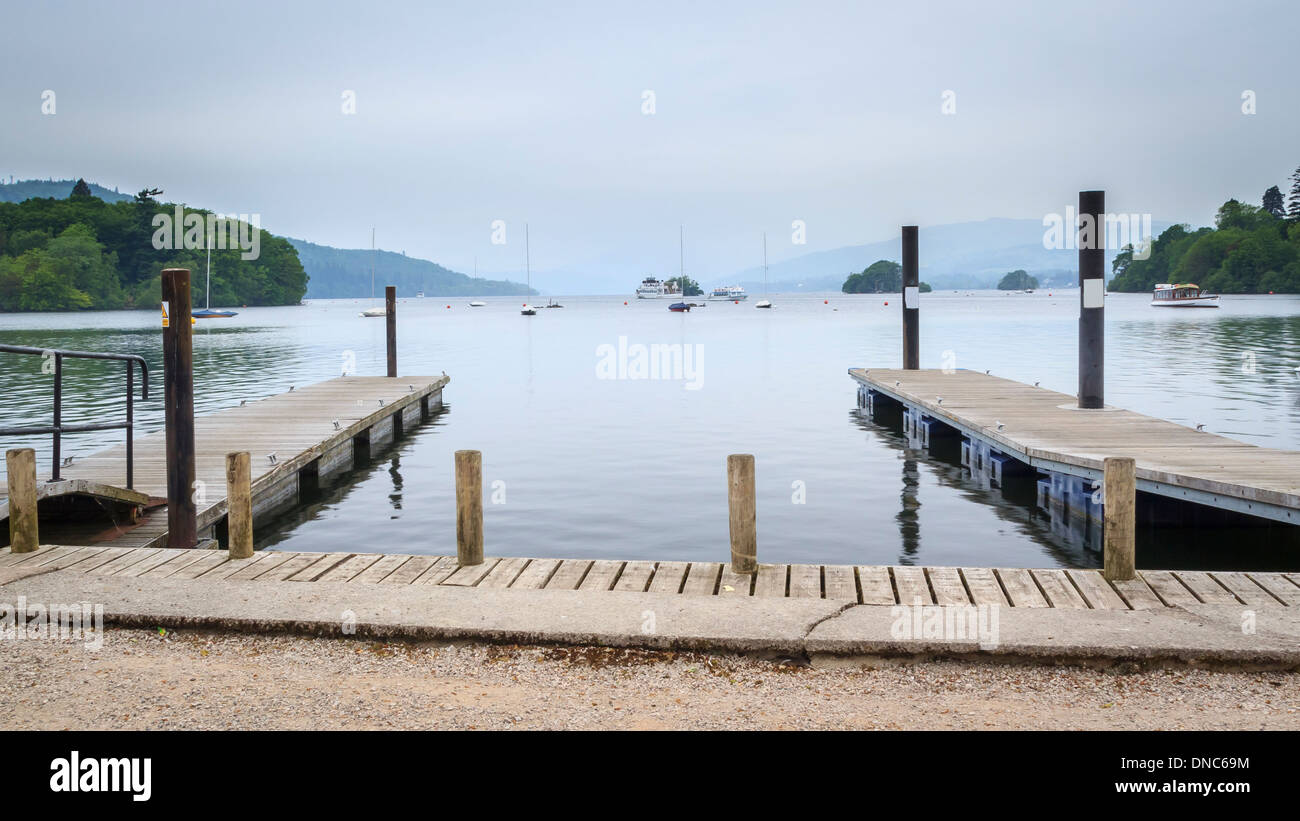 Embarcaderos en Windermere, en el Lake District inglés Reino Unido Europa Imagen De Stock