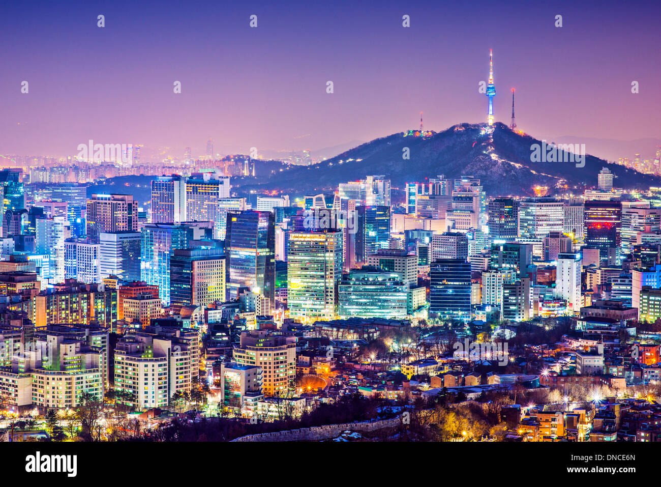 Seúl, Corea del Sur, el horizonte de la ciudad de noche. Imagen De Stock