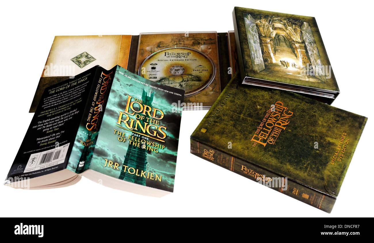 El Señor de los Anillos Comunidad del Anillo DVD y libros en rústica Imagen De Stock