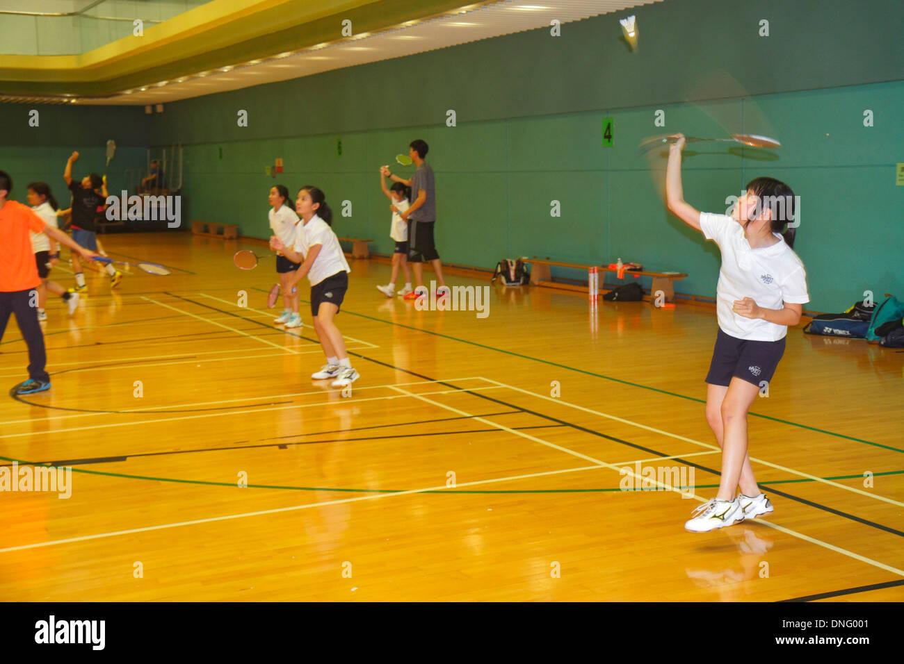 La Isla de Hong Kong, China Hong Kong Central Park Sports Centre bádminton gimnasio interior estudiante asiático jugando Imagen De Stock