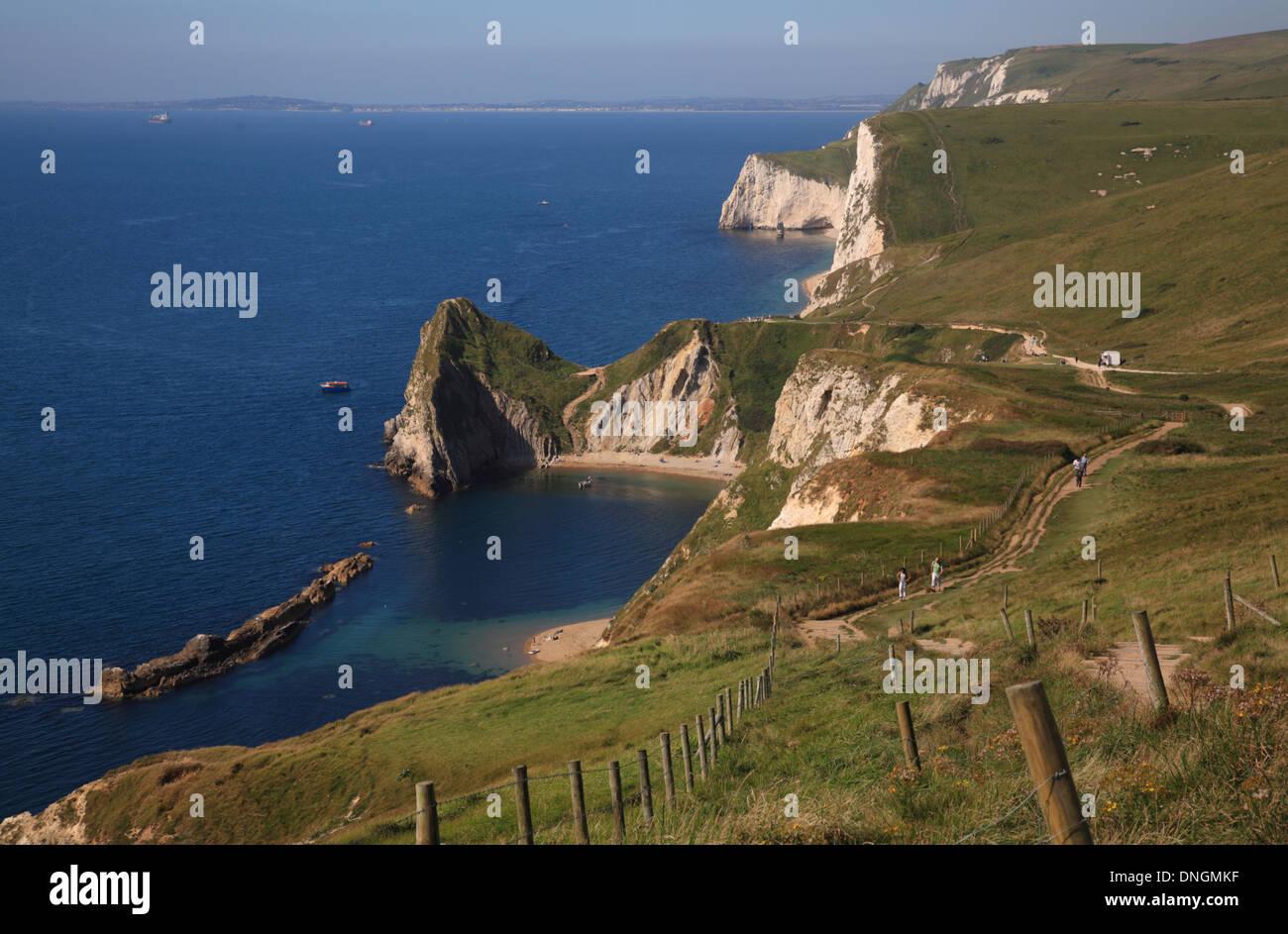 Costa de Hambury Tout entre Durdle Door y Lulworth Cove incluyendo el hombre'0'guerra rocas, Dorset, Inglaterra, Reino Unido. Foto de stock