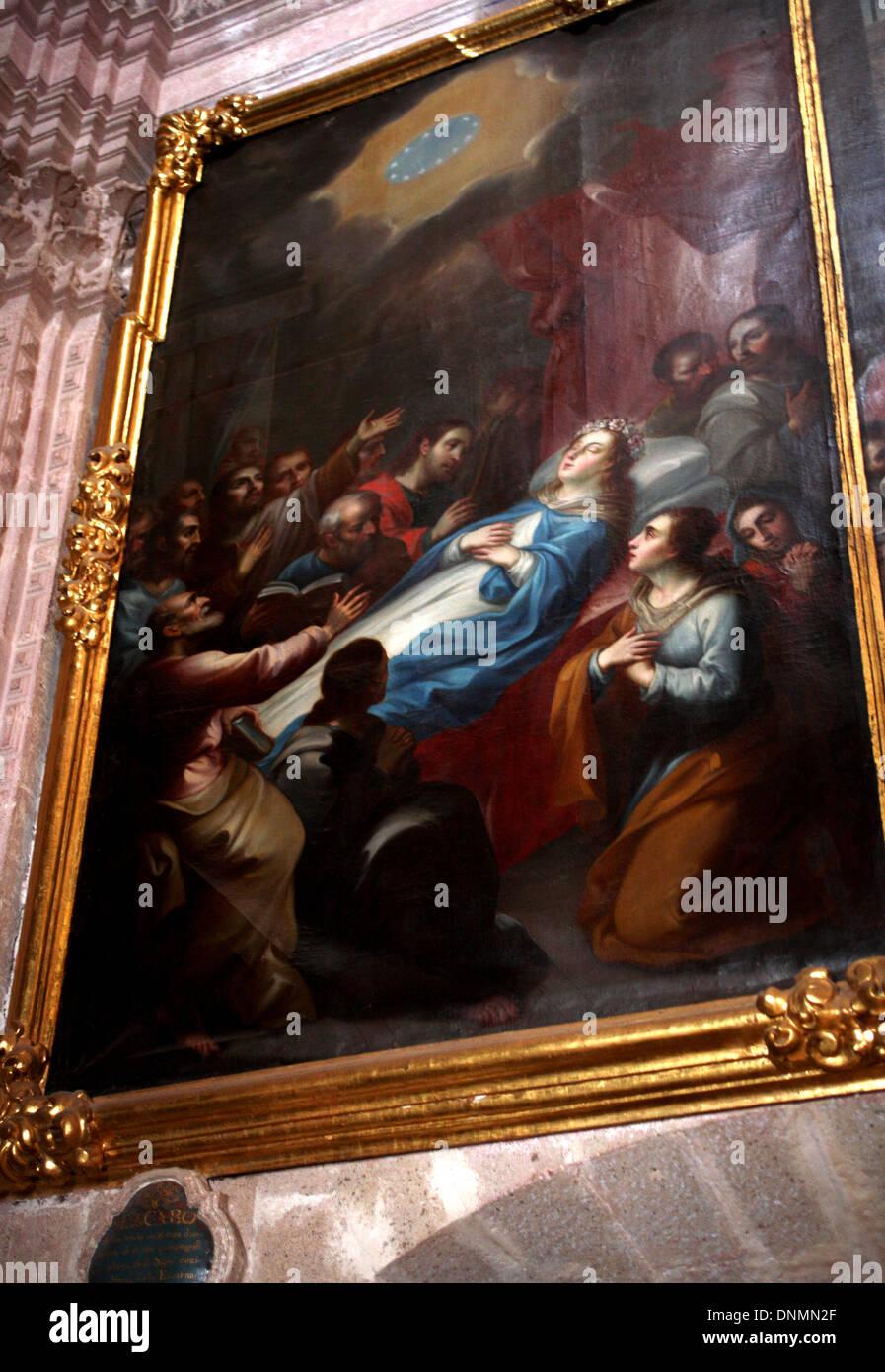 Una pintura por el pintor Miguel Cabrera que representa la muerte de la Virgen María decora el museo de la iglesia de Santa Prisca Foto de stock