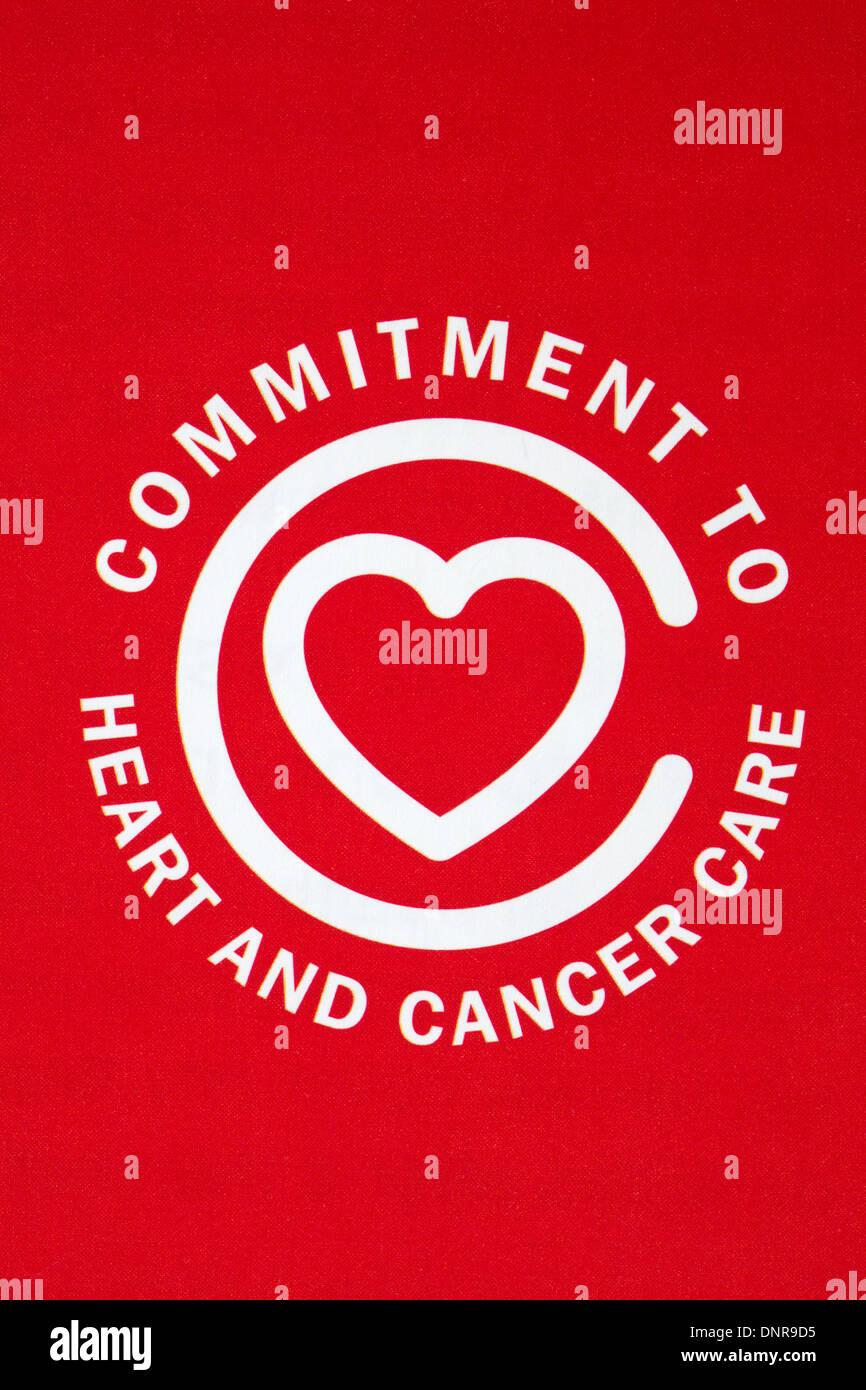 Compromiso de corazón y Cancer Care logotipo en AXA PPP Healthcare literatura Imagen De Stock