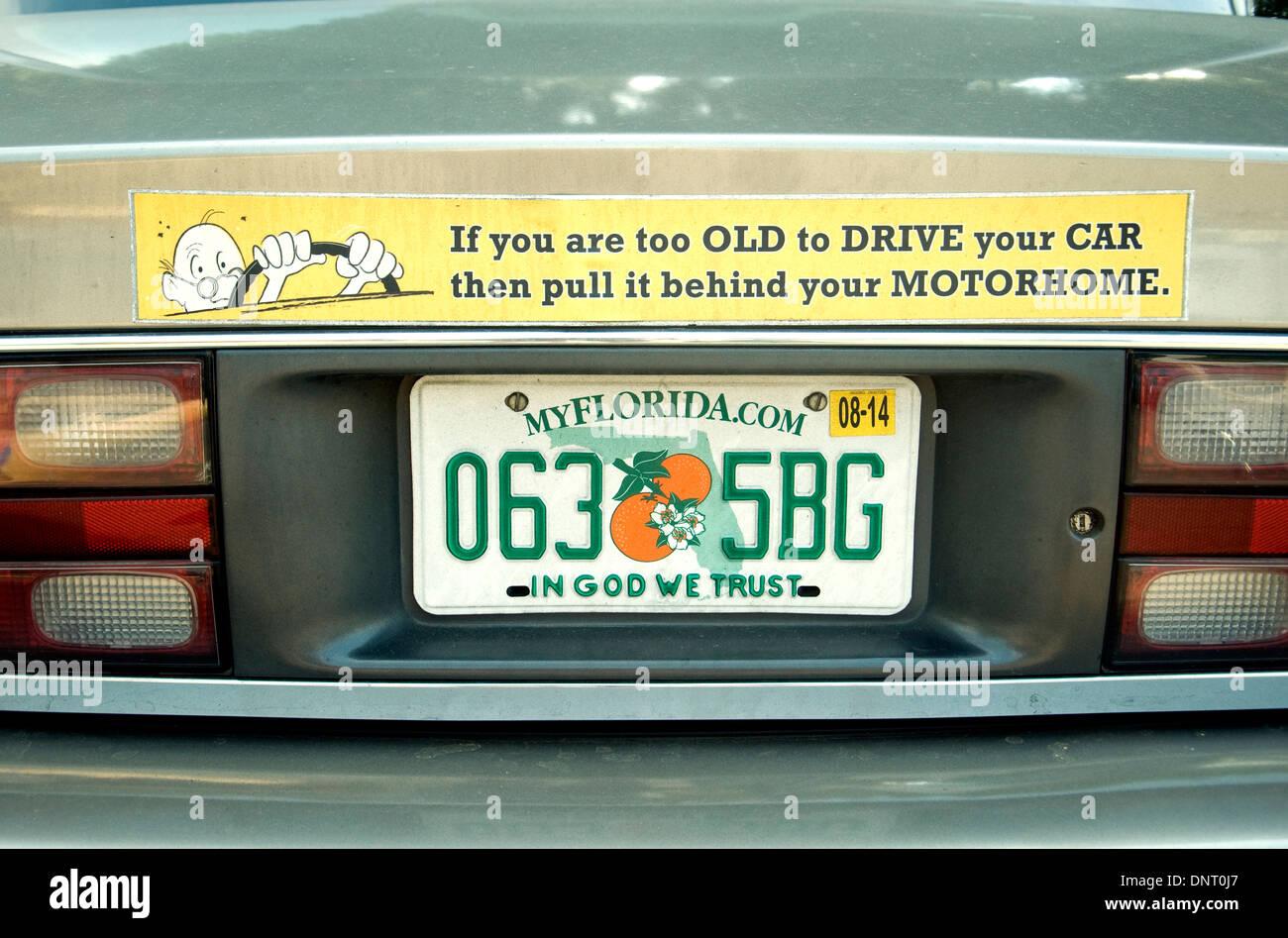 Humor extravagante o placas de licencia son un espectáculo común en las carreteras norteamericanas Imagen De Stock