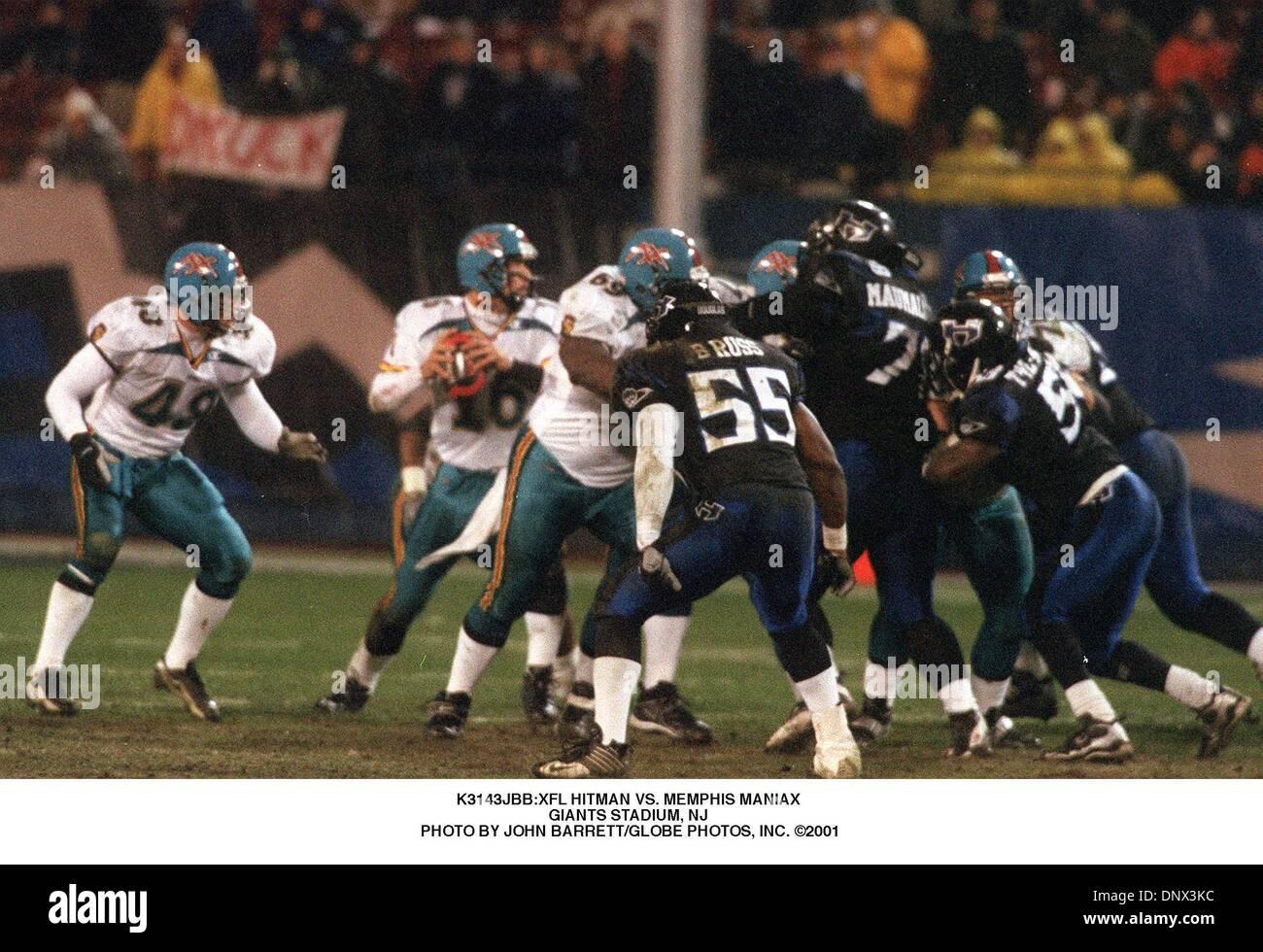 Abril 13, 2001 - K3143JBB:HITMAN XFL VS. MEMPHIS MANIAX .en el Giants Stadium, NJ . JOHN BARRETT/ 2001(Crédito Imagen: © Globe Photos/ZUMAPRESS.com) Foto de stock