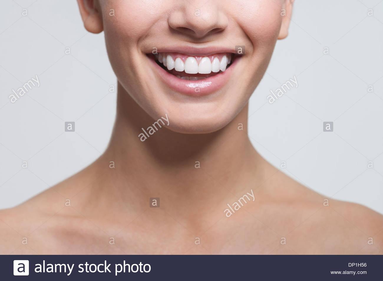 Cerca de la boca de la mujer sonriente Imagen De Stock