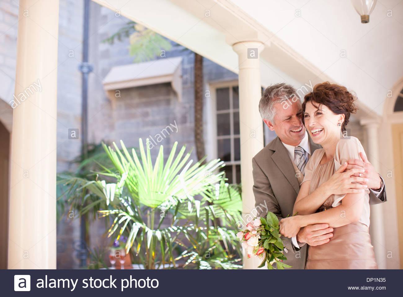 La novia y el novio maduro sonriendo Imagen De Stock