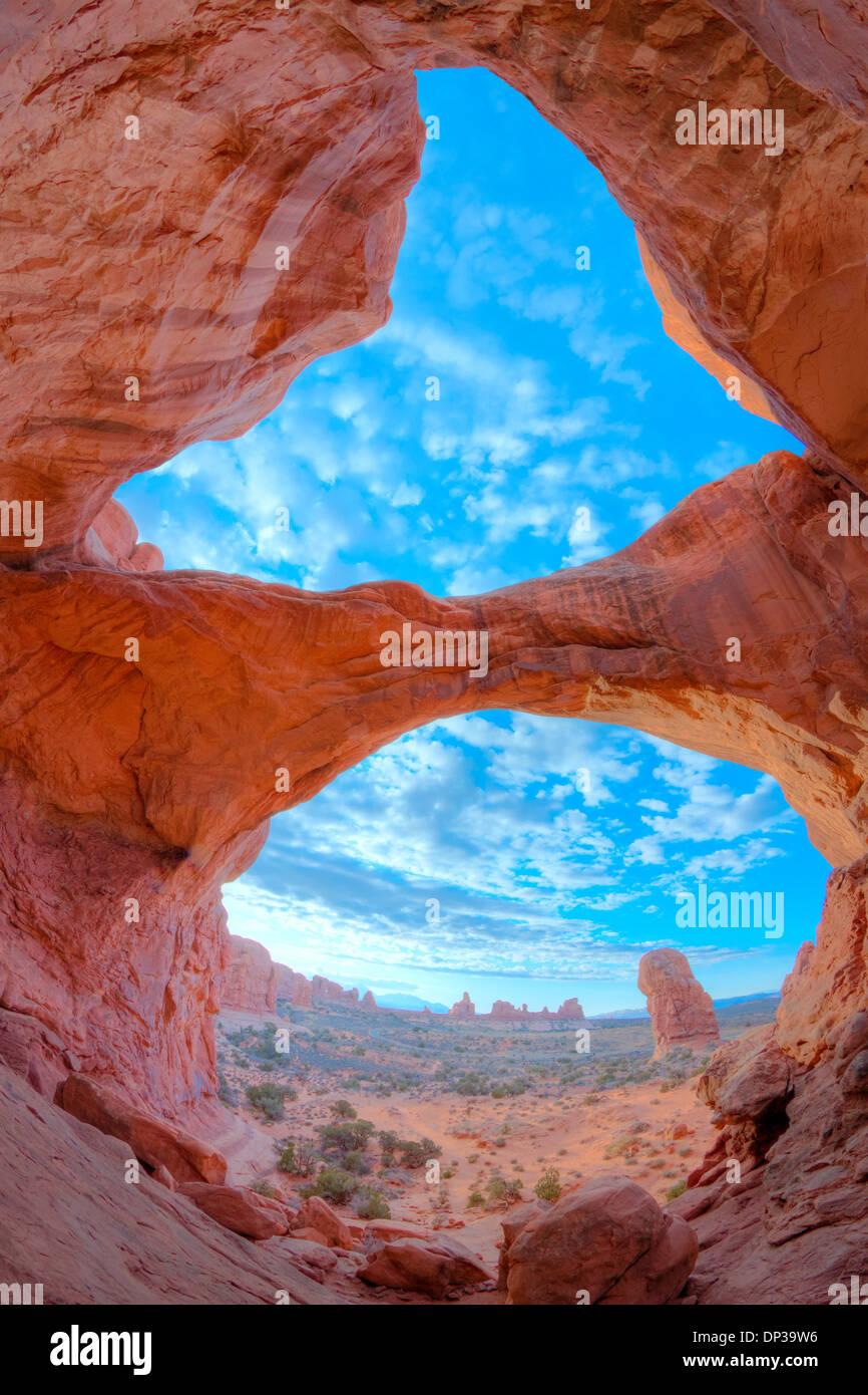 Arco doble, Parque Nacional Arches, en Utah, la sección Windows, arcos naturales de arenisca de entrada Imagen De Stock