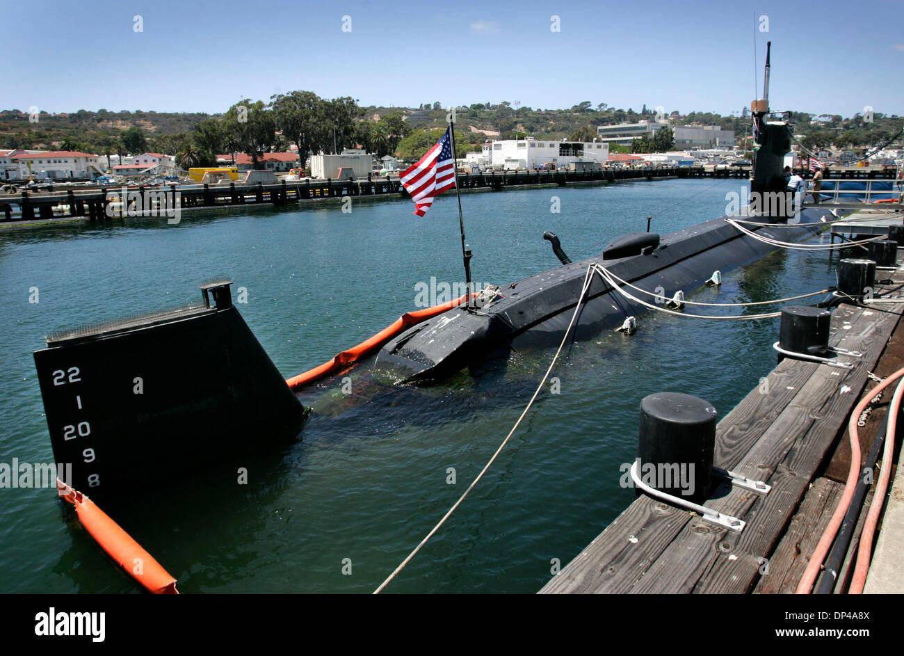 Agosto 02, 2006; San Diego, CA, EE.UU.; el USS Dolphin, la Marina de EE.UU. las últimas llamadas submarino Diesel Eléctrico de la Base Naval de Point Loma home y está programado para ser retirado a finales de este año. El sub completó recientemente un $50 millones la reparación y actualización. Crédito: Foto obligatoria por Howard Lipin/SDU-T/ZUMA Press. (©) Copyright 2006 por SDU-T Imagen De Stock