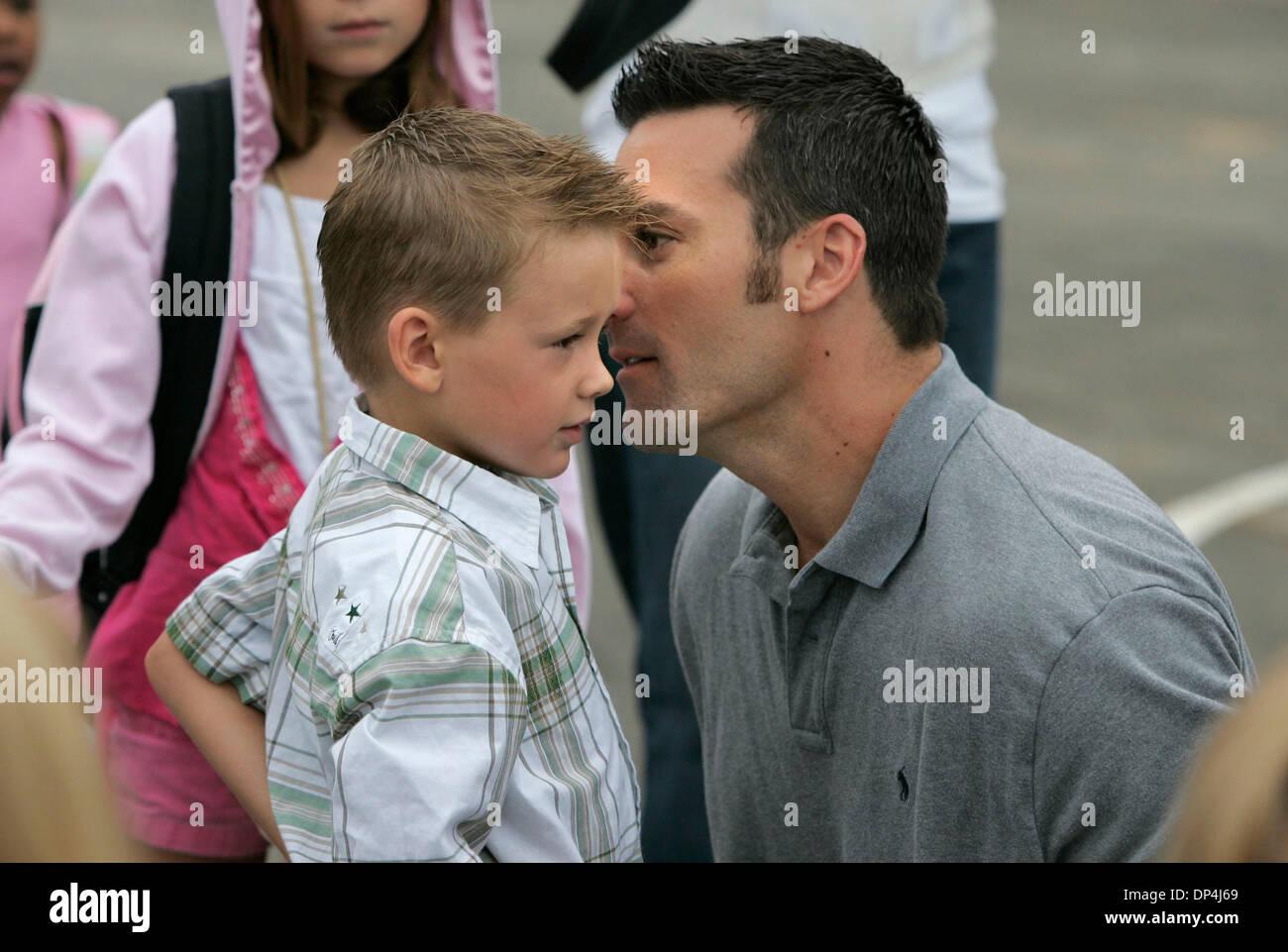 14 Aug, 2006; San Marcos, CA, EE.UU.; un padre y su hijo dicen que ...