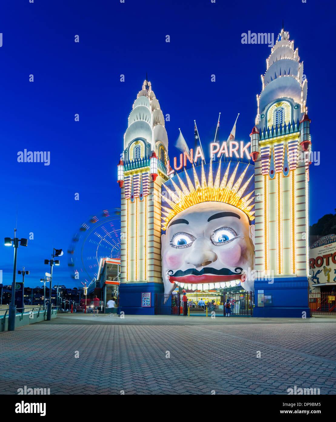 Parque de atracciones Luna Park en la noche, Sydney, Australia. Imagen De Stock