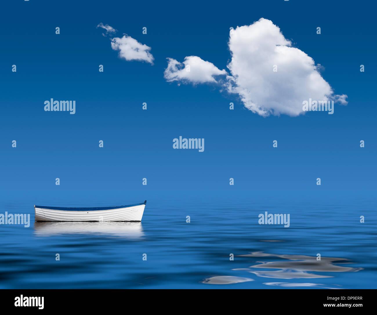 Solo en barco en el océano - La paz, la tranquilidad, la soledad imagen concepto Imagen De Stock