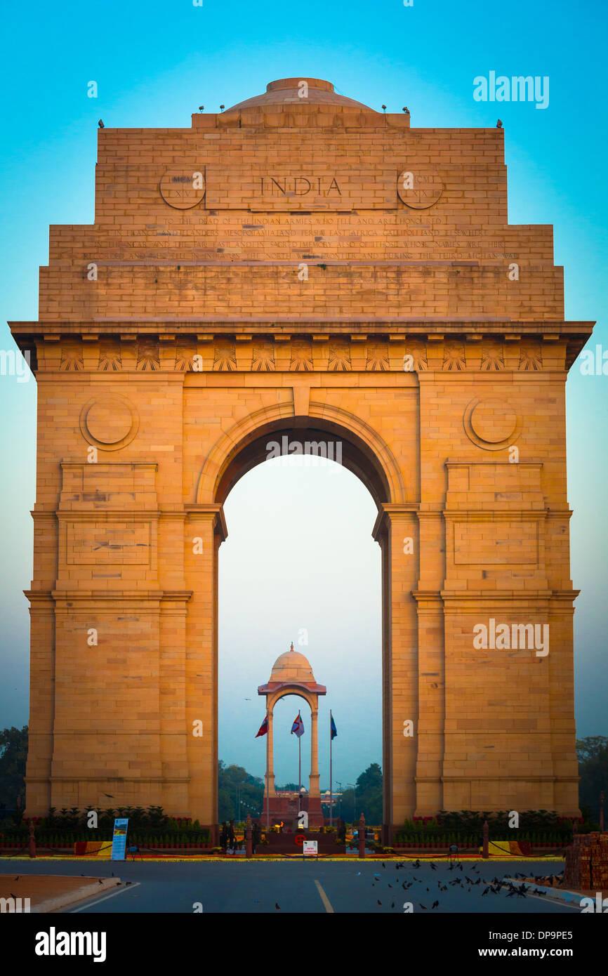 La puerta de la India, situado en el corazón de Nueva Delhi, es el monumento nacional de la India. Imagen De Stock