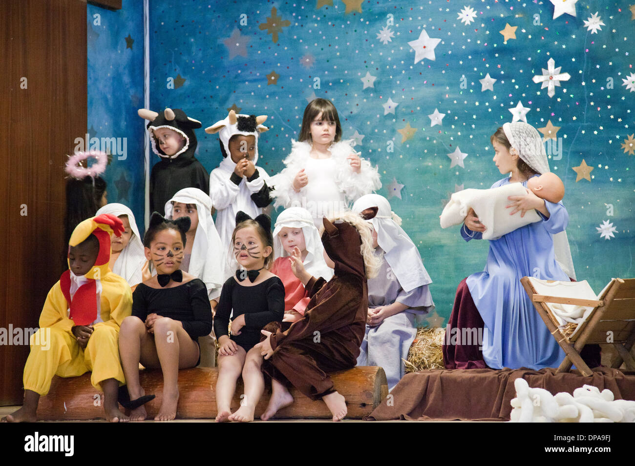 Escuela joven Natividad jugar en Cape Town - Sudáfrica Imagen De Stock