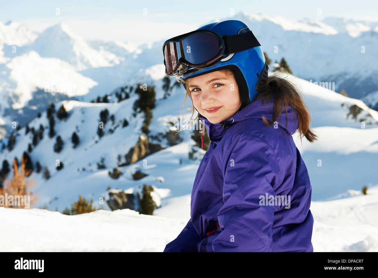 Retrato de niña en esquí, Les Arcs, Haute-Savoie, Francia Imagen De Stock