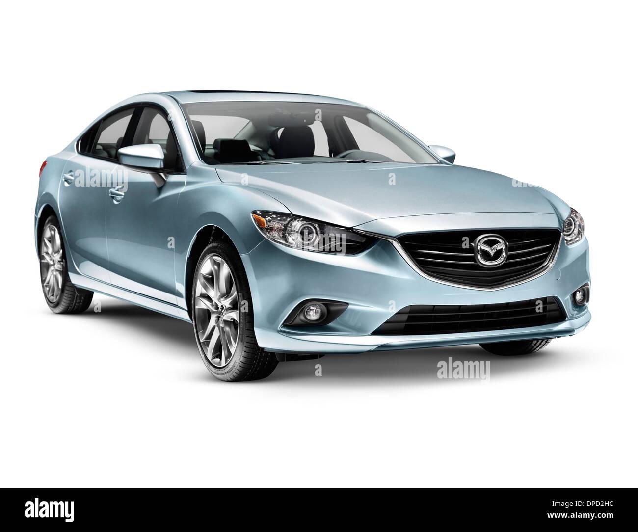 Blue 2014 Mazda Mazda6 coche sedán de tamaño mediano aislado sobre fondo blanco con trazado de recorte Imagen De Stock