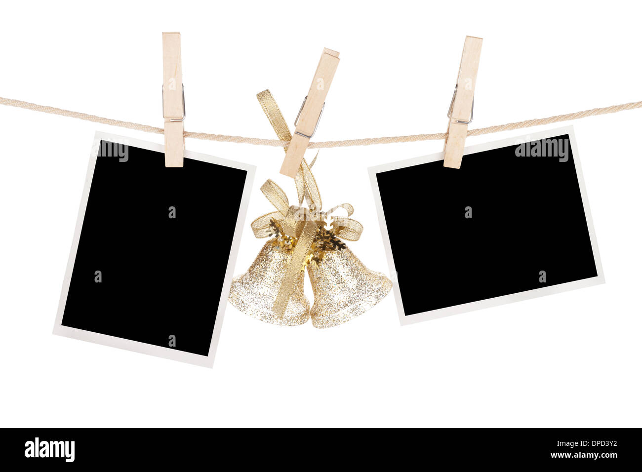 Marcos de fotos en blanco y decorado de Navidad colgando en el ...