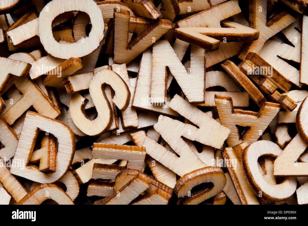 Antecedentes de las letras del alfabeto de madera Imagen De Stock