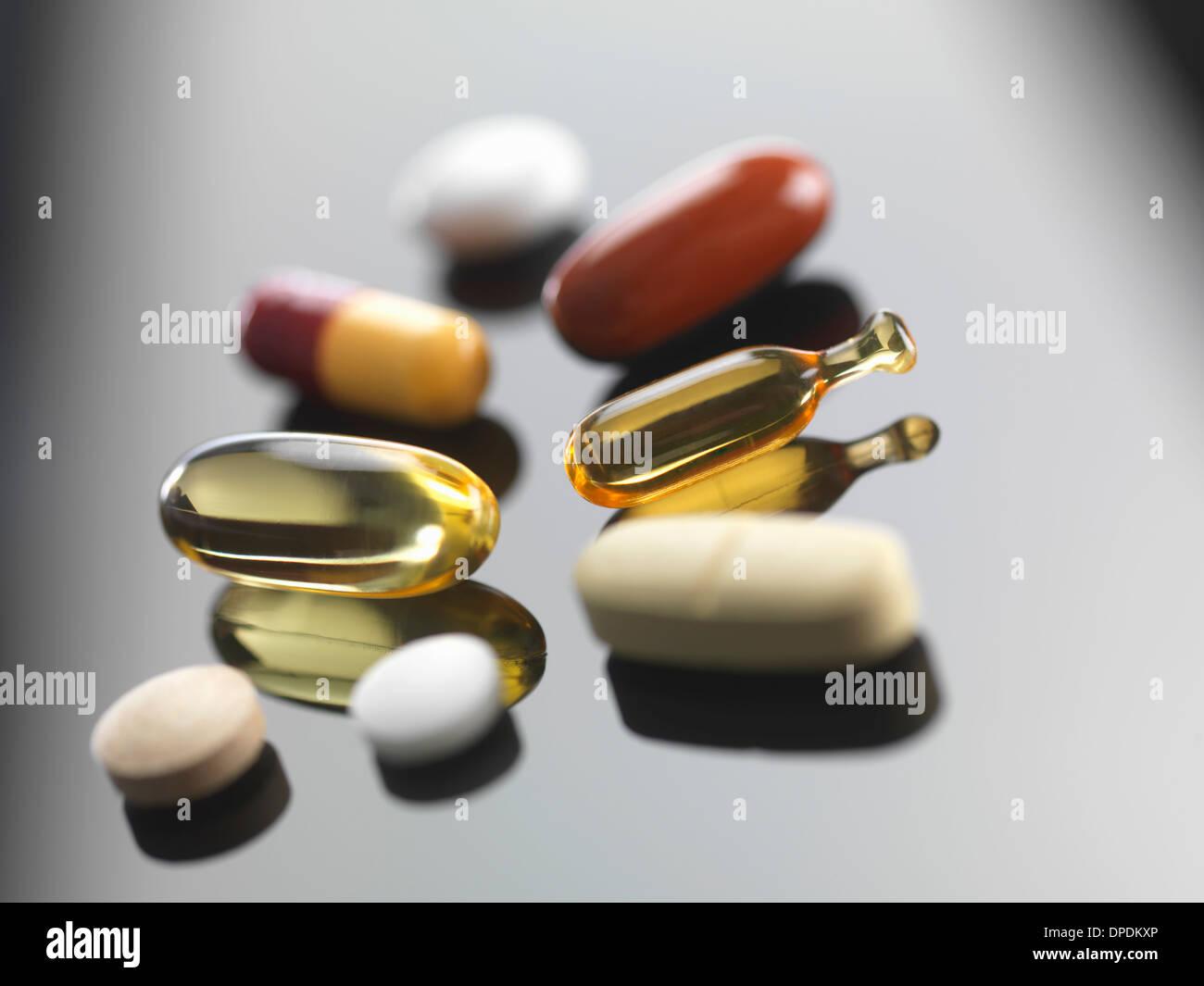 Una selección de vitaminas y suplementos herbales Foto de stock