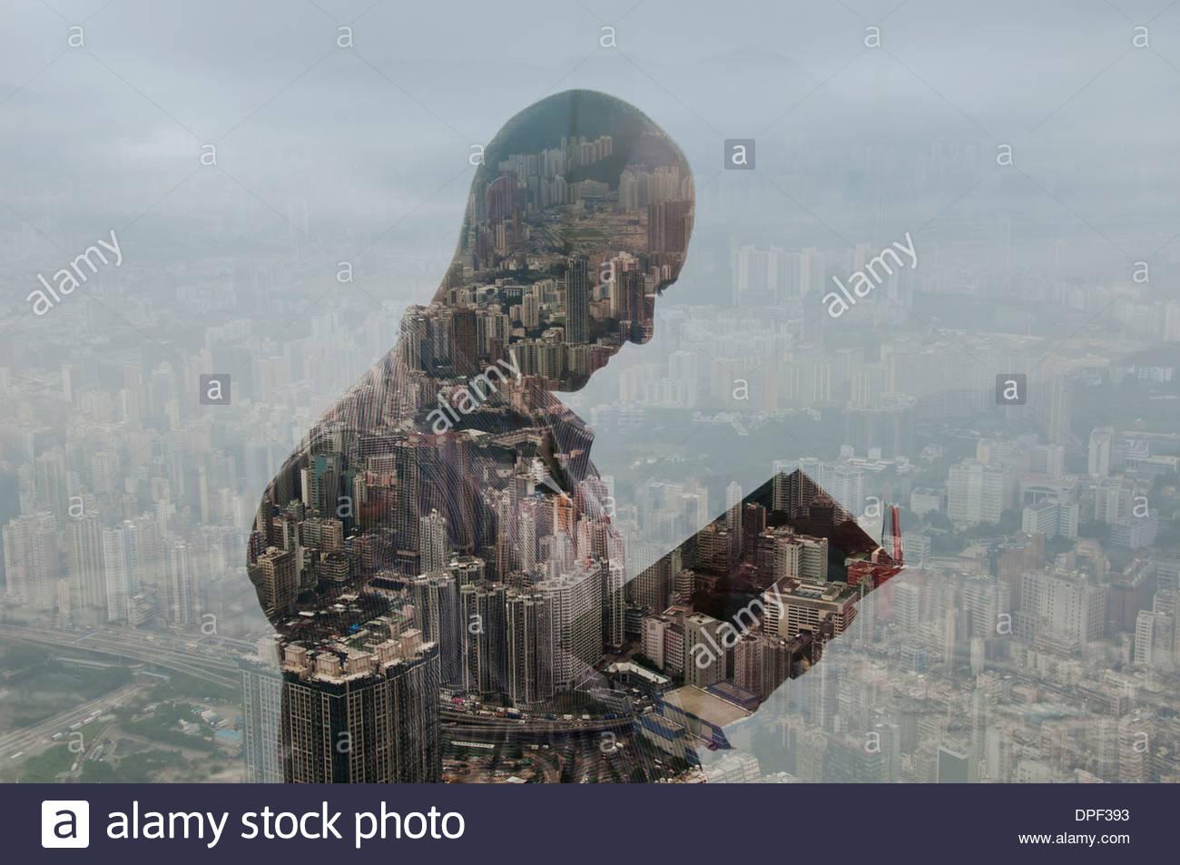 Empresario celebración diario y del paisaje urbano de Hong Kong, la imagen compuesta Imagen De Stock