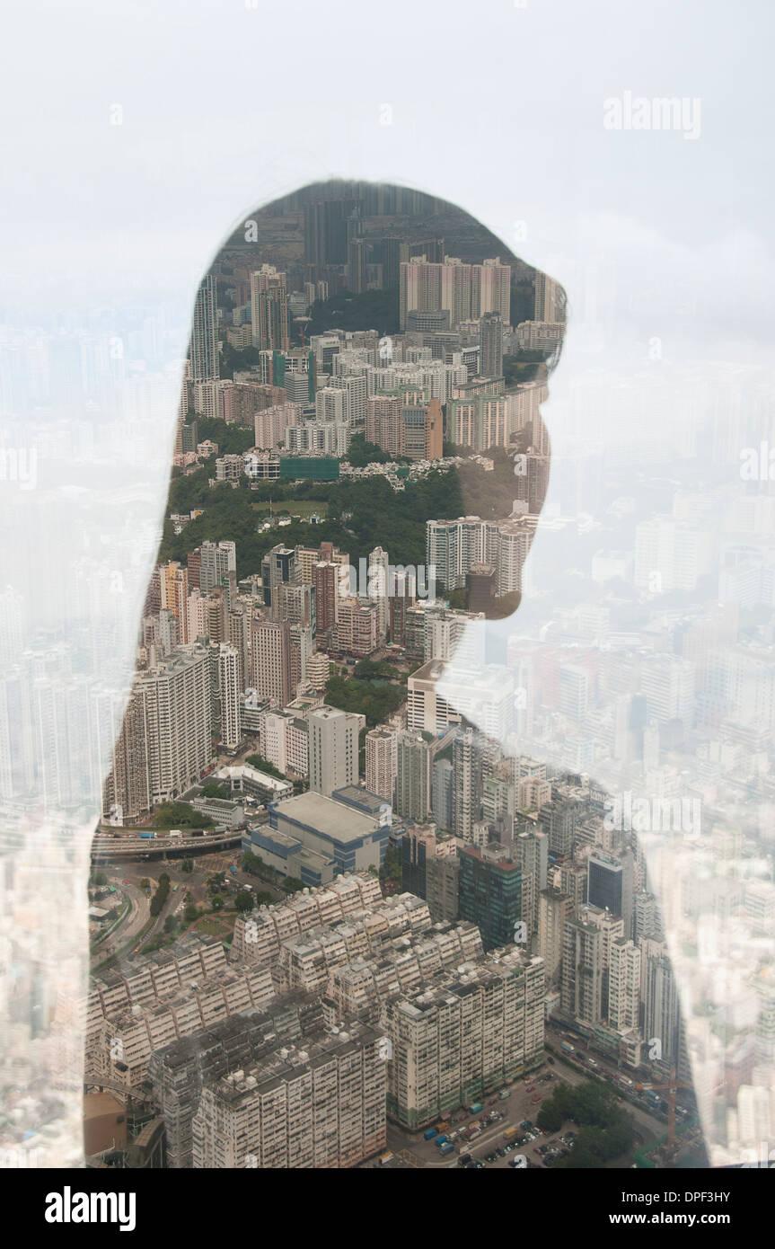 La empresaria y el paisaje urbano de Hong Kong, la imagen compuesta Imagen De Stock