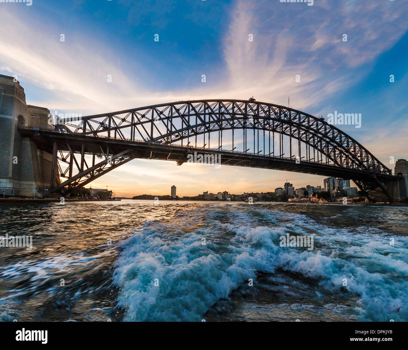 Viaje en el ferry del puerto de Sydney, Sydney Harbour Bridge at Sunset, Sydney, Australia Imagen De Stock