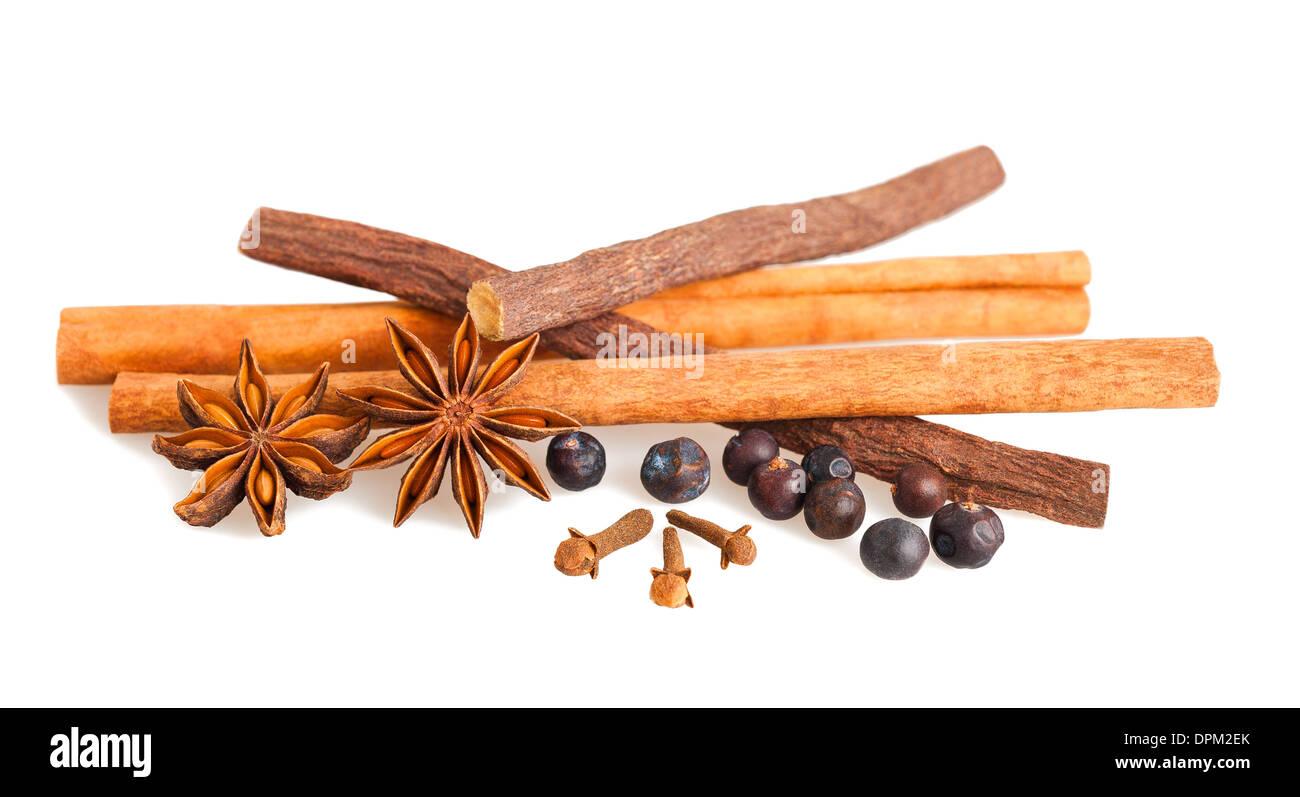 Mezcla de especias y regaliz aislado Foto de stock
